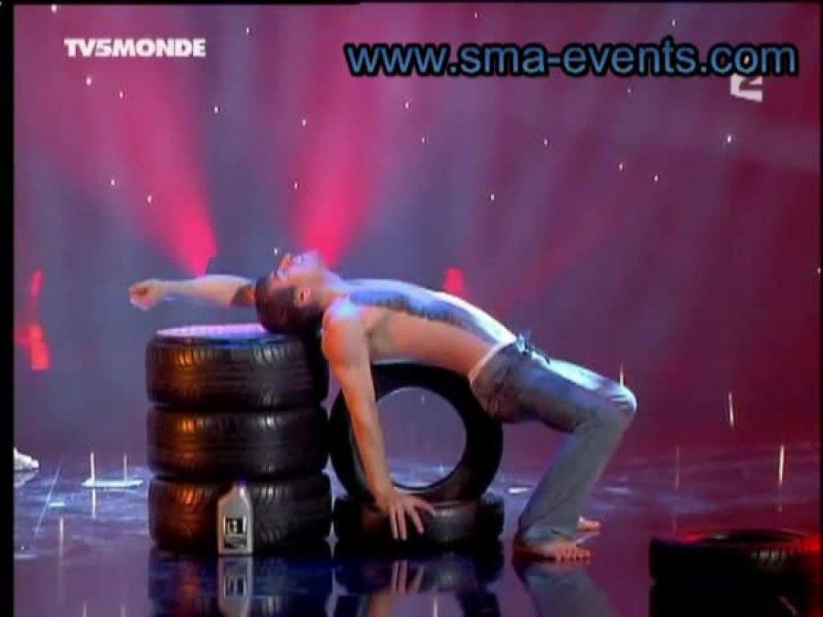 ... der mit den Reifen tanzt ...